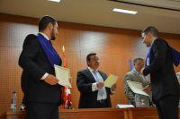 39_Director entrega Diploma_1