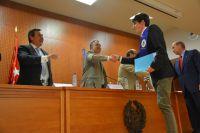 75_Alumno premiado y resp. Oltec saludan autoridades